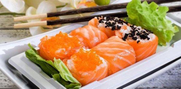 Лакомства по-японски! От 21р. за суши и роллы от Karamel-sushi.ru + ролл с лососем в подарок!